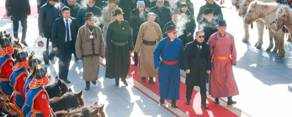 Монгол бахархлын өдрөөр Чингис хааны хөшөөнд хүндэтгэл үзүүлэв