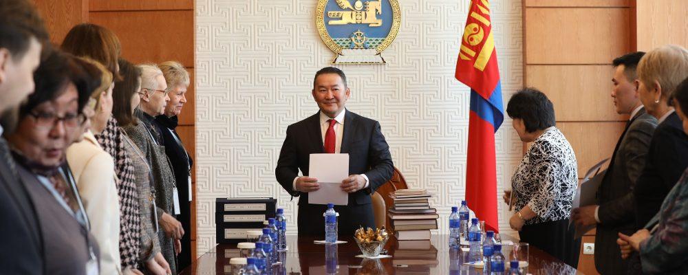 Х.Баттулга Монгол судлаач эрдэмтдийг хүлээн авч уулзлаа
